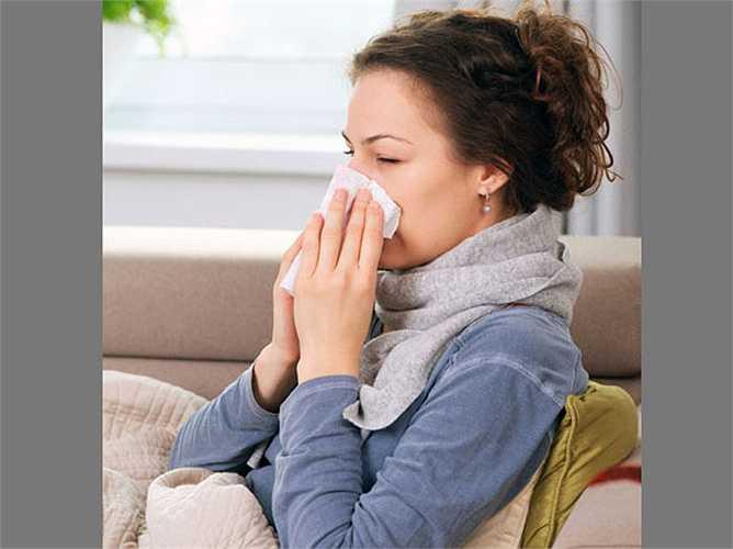 Bảo vệ chống lại viêm nhiễm: Sulphur hiện diện trong hành lá ức chế sự phát triển của nấm. Các vitamin K giúp đông máu. Vitamin C đóng vai trò như chất chống oxy hóa mạnh bảo vệ các mô cơ thể khỏi bị tổn thương và viêm nhiễm.