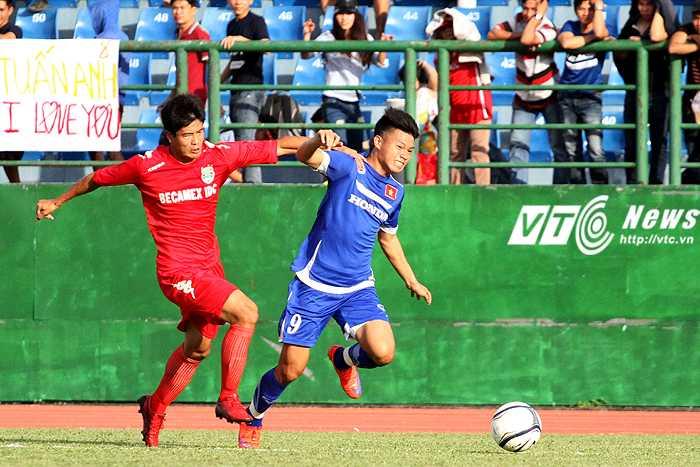 Văn Thành có đủ tố chất để trở thành trung phong giỏi của bóng đá Việt Nam trong tương lai (ảnh: Hoàng Tùng)
