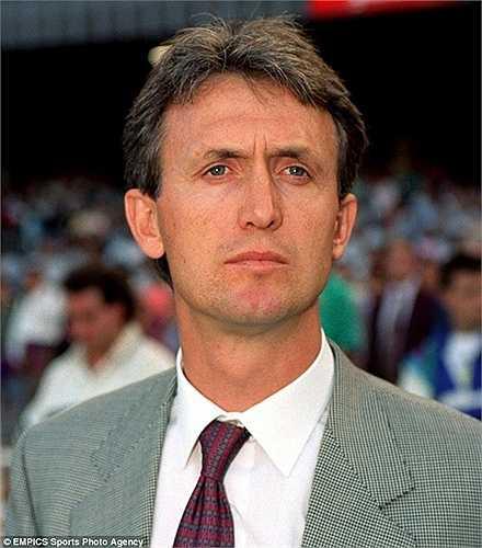 Benito Floro là HLV dẫn dắt Real Madrid mùa 1992-93. Ông tại vị đến tháng 3/1994 và không giành được danh hiệu quan trọng nào trong gần 2 năm này