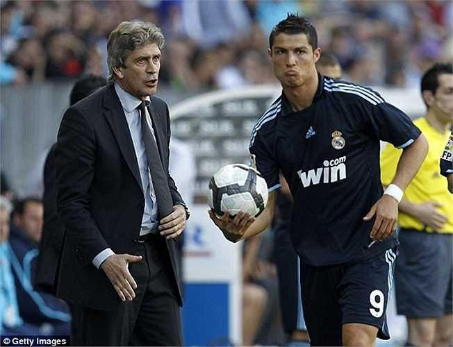 Tháng 6/2009, Manuel Pellegrini trở thành HLV thứ 20 của Real Madrid kể từ mùa 1992-93. Ông cũng bắt đầu làm việc với dàn Galacticos 2.0 của Real Madrid nhưng sự hiền lành của ông khiến đội bóng không thể đánh bại Barca 'dream team' lúc bấy giờ, dù CLB có tỷ lệ thắng lên tới 75% - cao nhất trong số 23 HLV