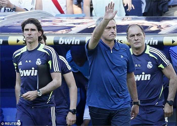 Jose Mourinho là người không thể thích hợp hơn ngồi vào chiếc ghế nóng. Tuy nhiên trong 3 năm cầm quyền từ 2010 đến 2013, ông cũng chỉ có thêm 1 La Liga, nhưng lại đào sâu sự hận thù giữa Real và Barca
