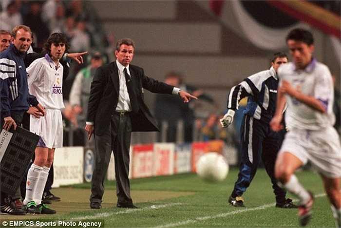 Mùa 1997-98, Real Madrid bổ nhiệm Jupp Heynckes. Chiến lược gia người Đức lập tức giúp Real thỏa giấc mơ Champions League bằng danh hiệu lần thứ 7. Mặc dù vậy, ông vẫn bị sa thải bởi thành tích tồi ở La Liga và tỷ lệ chiến thắng chưa được tới 50%