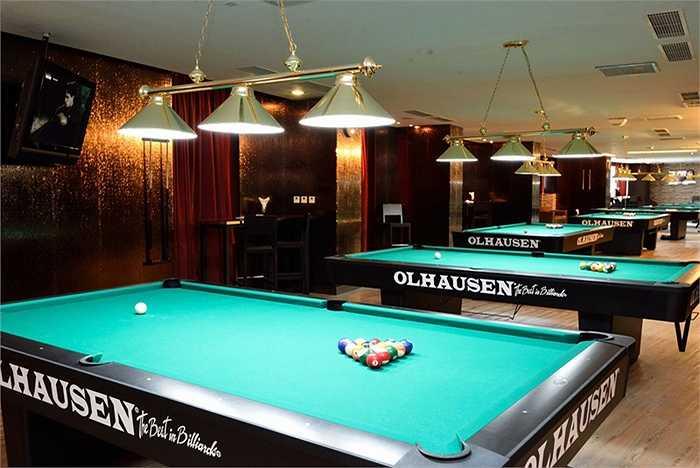 Phòng giải trí với những bàn bi-a