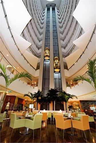 Hệ thống thang máy trong khách sạn.