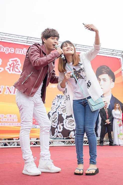 Nam ca sỹ 'Con bướm xuân' nhận được nhiều tình cảm của khán giả Việt tại nước ngoài.