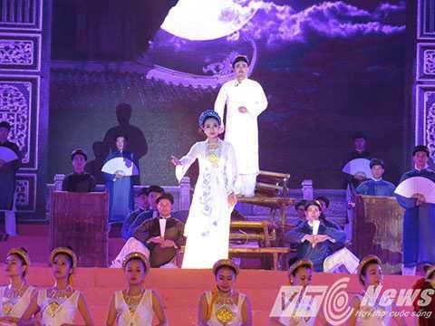 Sau phần lễ là chương trình nghệ thuật nói về cuộc đời, thân thế, sự nghiệp của Danh nhân văn hóa Trạng Trình Nguyễn Bỉnh Khiêm - Ảnh MK