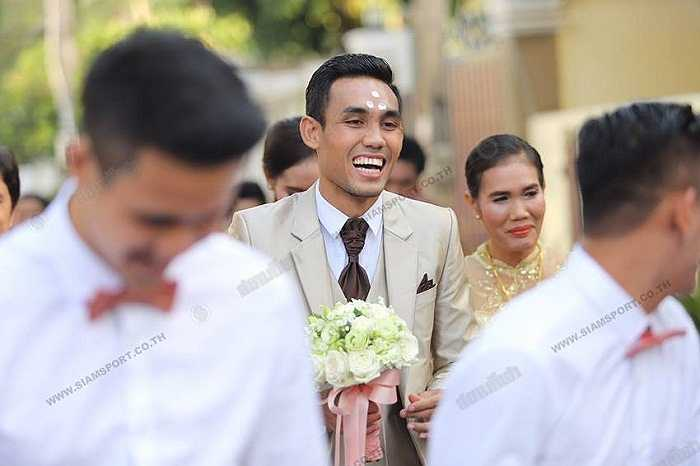 Teerasil Dangda mới 27 tuổi nhưng đã chơi 70 trận và ghi 32 bàn cho ĐT Thái Lan.