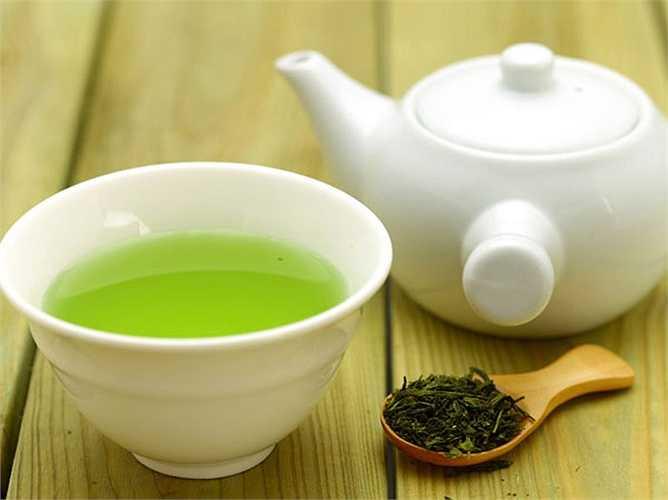 Trà xanh: uống trà xanh để tận hưởng một cuộc sống vợ chồng tốt hơn. Các catechin có trong trà xanh giúp tăng máu lưu thông đến âm đạo và giảm tình trạng viêm ở các mạch máu. Uống 2 tách trà xanh mỗi ngày để thúc đẩy đời sống của bạn.