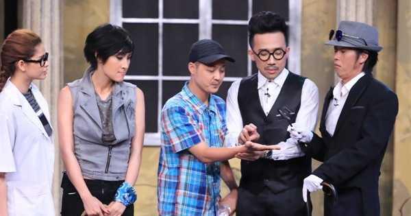Hoài Linh, Trấn Thành xem bói cho các khách mời.