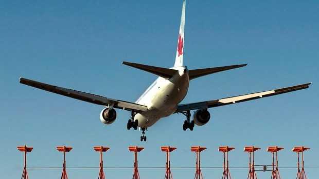 Một máy bay của Air Canada hạ cánh xuống sân bay quốc tế Stanfield. (Nguồn: The Canadian Press)
