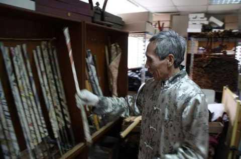 Mỗi thanh kiếm của Chen có giá trị hàng chục ngàn đô-la, nhưng không phải ai cũng dễ dàng mua được.