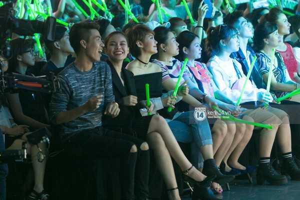 Nhạc sỹ Đỗ Hiếu, Giang Hồng Ngọc, Minh Hằng ở hàng ghế khán giả.