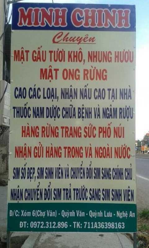 Biển quảng cáo của Minh Chinh treo trước nhà