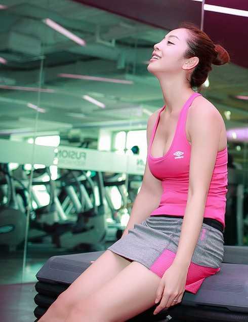 Jennifer Phạm gấp rút tập luyện cho Bước nhảy hoàn vũ 2016.