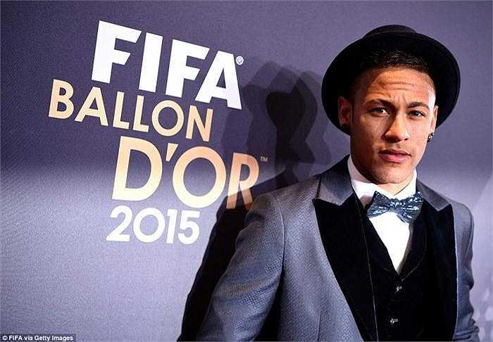 Còn Neymar dù đã có một năm thi đấu tuyệt vời nhưng cũng chỉ giành Quả bóng đồng với 7,86% phiếu bầu