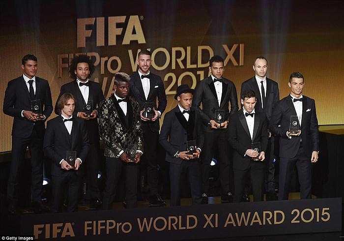 Đội hình xuất sắc nhất năm 2015 của FIFA: Neuer; Thiago Silva, Marcelo, Ramos, Alves; Iniesta, Modric, Pogba; Neymar, Messi, Ronaldo