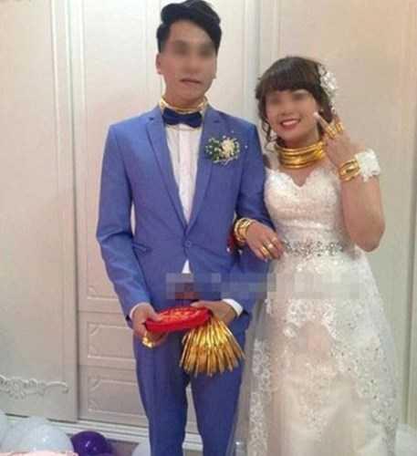 Cô dâu chú rể đeo không hết vàng phải cầm ở tay