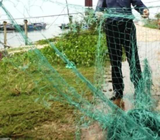 Lưới của ngư dân Quảng Trị bị tàu Trung Quốc gây hấn dùng nỏ neo phá hư hỏng.