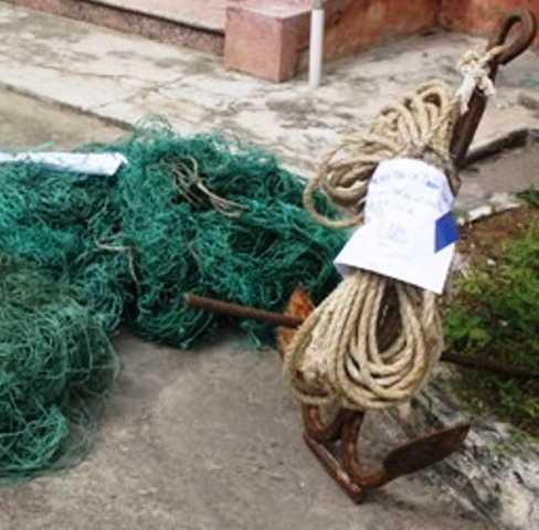 Chiếc mỏ neo được cho là của tàu Trung Quốc dùng để pha ngư lưới cụ của ngư dân Quảng Trị.