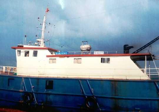 Tàu Trung Quốc này đã gây hấn và phá hoại ngư cụ của ngư dân Quảng Bình. (Ảnh do ngư dân cung cấp)
