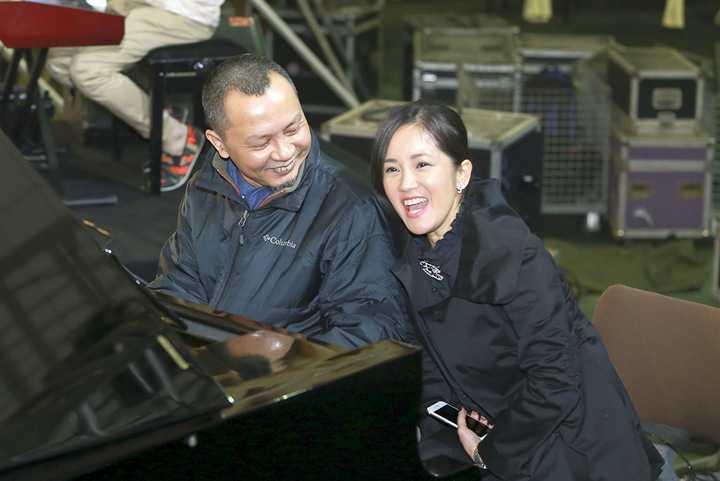 Những khoảnh khắc vui đùa của Hồng Nhung, Thanh Lam, Hà Trần được ống kính truyền thông ghi lại
