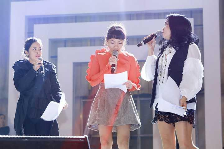 (VTC News) - Ba diva của làng nhạc Việt rạng rỡ vui đùa tập luyện cho liveshow Ngày xanh.