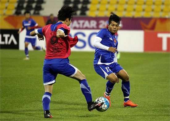 Trong buổi tập làm quen sân này, U23 Việt Nam vắng Công Phượng do tiền đạo này bị dị ứng.