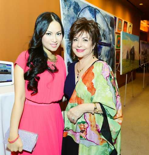Hà Phương và Alissa.