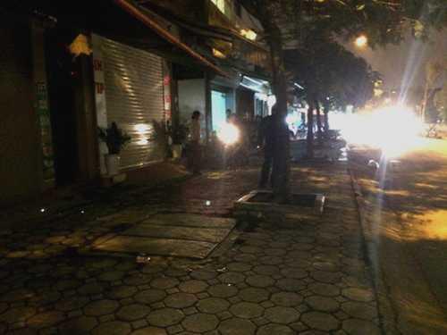 Trước số nhà 117 phố Định Công Thượng, nơi lực lượng Đội 5 thực hiện kế hoạch bắt 2 đối tượng bị truy nã