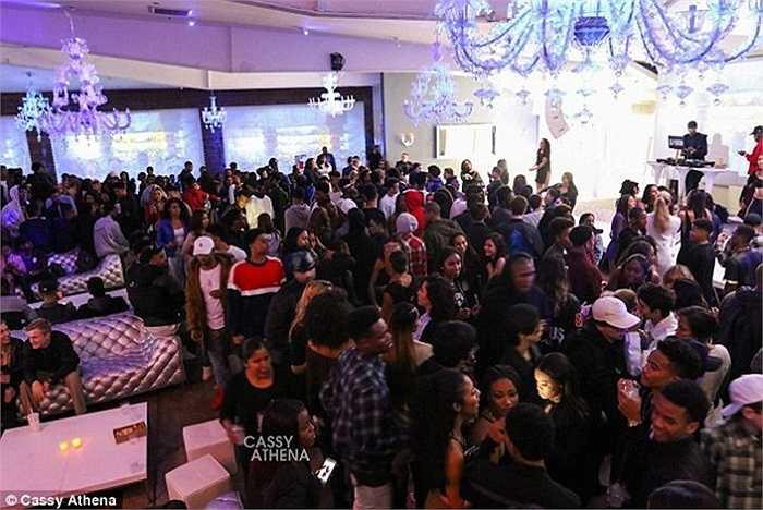 Hơn 400 khách trong đó có nhiều nhân vật nổi tiếng được mời tới bữa tiệc của Shareef, con trai của cựu vận động viên bóng rổ Mỹ Shaquille O'neal.