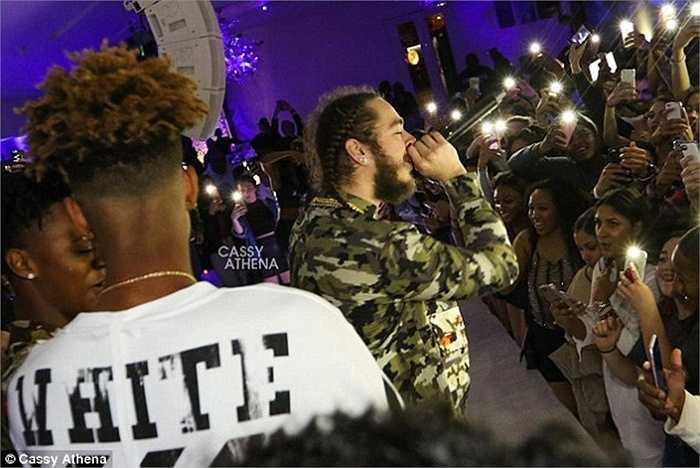 Bữa tiệc còn có sự góp mặt và trình diễn của rapper đình đám Post Malone.