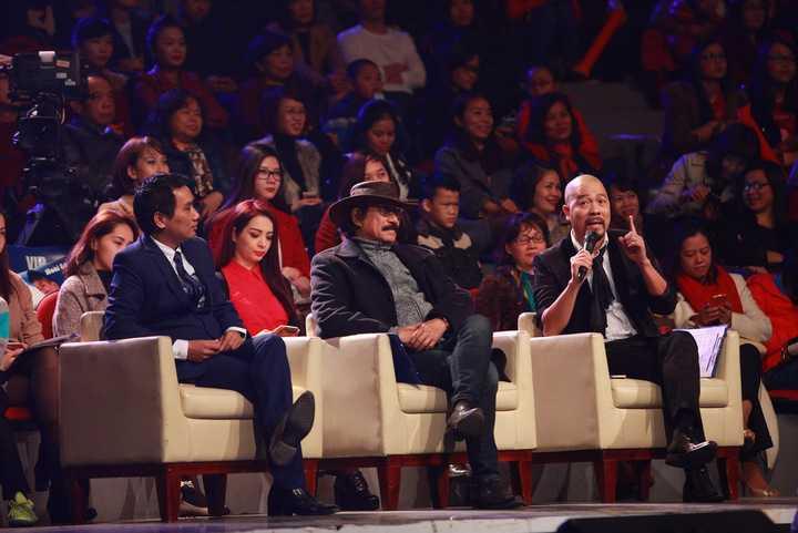 Vừa qua, liveshow Bài hát yêu thích số tháng 1 năm 2016 đã được diễn ra. Trong đó Hội đồng bình luận bao gồm Nhà thiết kế - NSƯT Đức Hùng - nhạc sĩ Nguyễn Đức Cường và nhà báo Ngô Bá Lục.