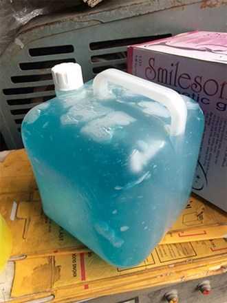 Gel tự pha cho vào can 5 lít tiêu thụ tại các phòng khám, bệnh viện.