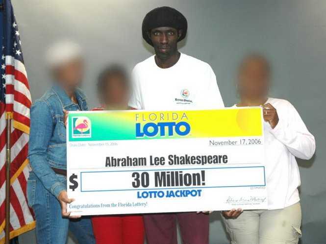 Triệu phú từng gác cổng Abraham Shakespeare bị lừa hết tiền và bị bắn chết