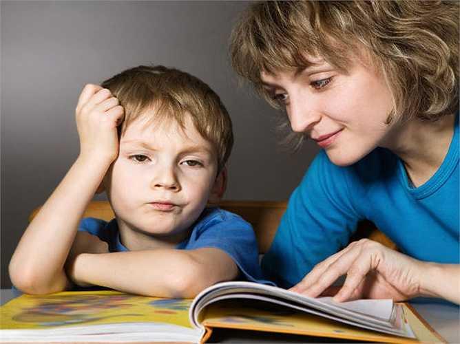 Đọc sách thường xuyên: Đây là một trong những cách dễ nhất để cải thiện trí óc. Thói quen đọc giúp tăng cường trí  thông minh của bạn. Vì vậy, đừng ngần ngại chọn một cuốn sách khi bạn thư giãn. Hãy thử đọc các chủ đề khác nhau, từ tiểu thuyết, tiểu sử, tranh ảnh, truyện cười để học hỏi.