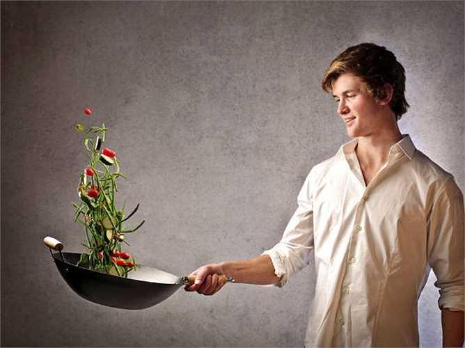 Nấu ăn: Hãy nấu một món gì đó, hãy thử và làm mới món ăn đó. Điều này sẽ giúp cải thiện sự sáng tạo, giúp bạn trở thành một đầu bếp thông minh.