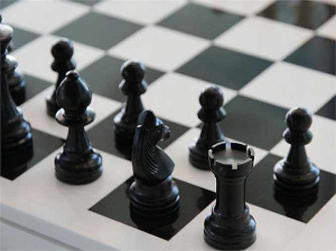 Chơi trò chơi rèn luyện trí não: Bộ não cần làm những điều mới để tăng cường khả năng của nó. Vì vậy, chơi các trò chơi trí não như sudoku, câu đố, chơi cờ... giúp bạn thông minh hơn.