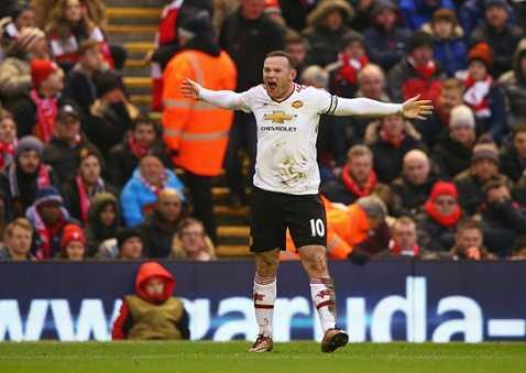 Rooney ăn mừng bàn thắng vào lưới Liverpool