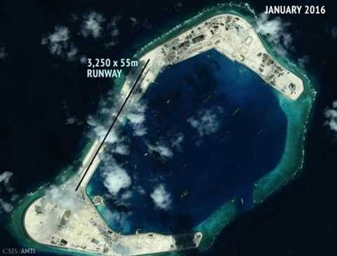 Đường băng dài 3.250 m và rộng 55 m mà Trung Quốc xây trái phép trên đá Xu Bi thuộc quần đảo Trường Sa của Việt Nam. Ảnh: CSIS