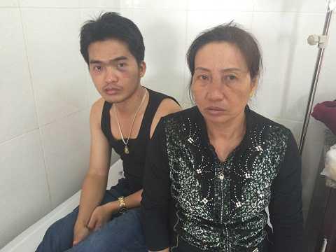 Gia đình bà Thảo tại bệnh viện