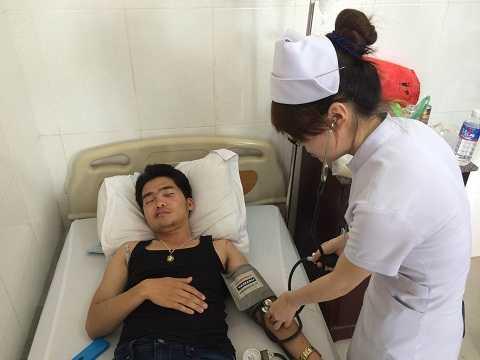 Anh Hoàng đang nằm điều trị tại bệnh viện