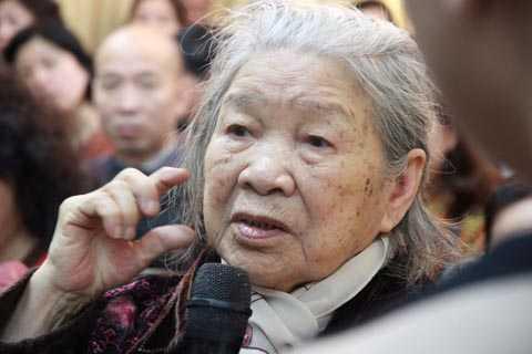 Cụ bà 88 tuổi đã nghe rõ sau khi được bấm huyệt