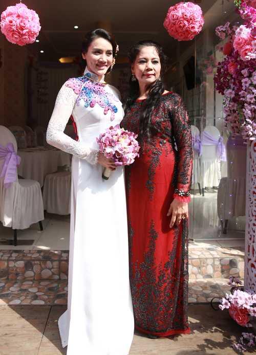 Trang Nhung thừa hưởng nhiều nét giống mẹ.