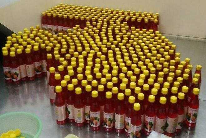 Các đối tuợng dùng hoá chất không rõ nguồn gốc để sản xuất siro (ảnh minh họa)