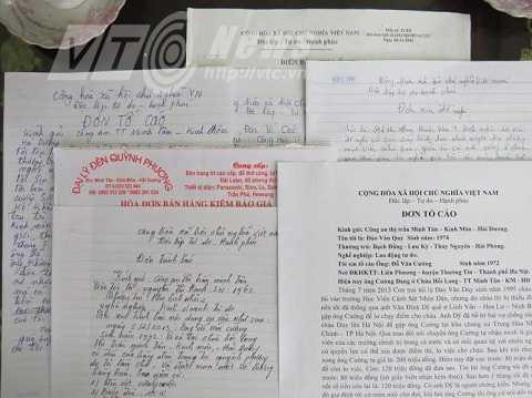 Một loạt lá đơn tố cáo hành vi lừa đảo của Đỗ Văn Cường do công an Minh Tân cung cấp