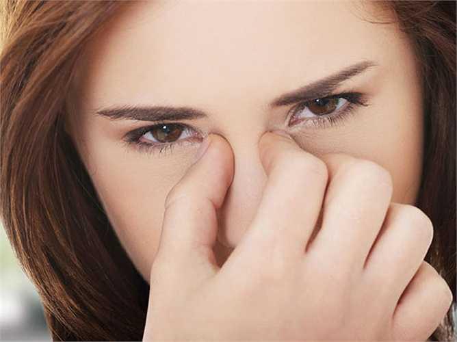 4.Tăng tiết dịch nhầy: Bạn có vấn đề về xoang? Mùa đông là kẻ thù của bạn. Nếu bạn ăn dứa thời gian này, sẽ làm vấn đề trầm trọng hơn và không khí đi qua có thể bị chặn bởi nhiều dịch nhầy hơn. Bên cạnh đó, đau họng và đau dạ dày là những tác dụng phụ thường gặp khi ăn dứa trong mùa đông.
