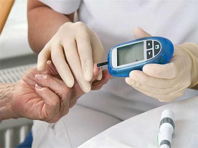 5.Tăng độ đường trong máu: đây là một trong các tác dụng phụ khi ăn dứa trong mùa đông không thể bỏ qua. Dù mức độ đường trong trái cây này là thấp hơn so với các loại trái cây khác, nó vẫn không tốt cho bệnh nhân tiểu đường.
