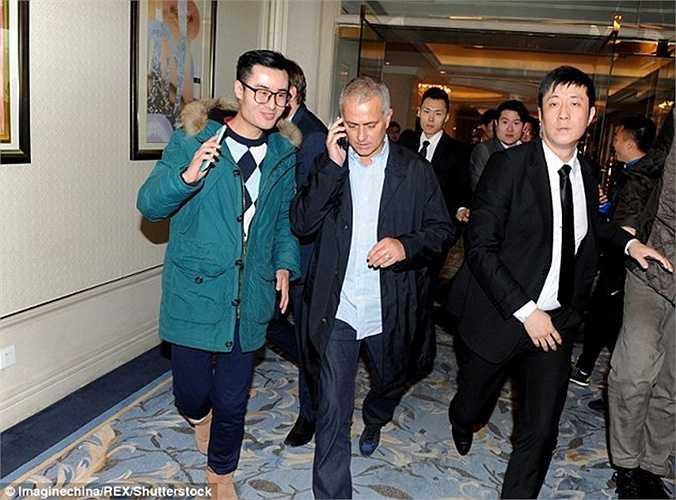 Vào tối qua 18/1, Mourinho bất ngờ xuất hiện ở Thượng Hải, Trung Quốc