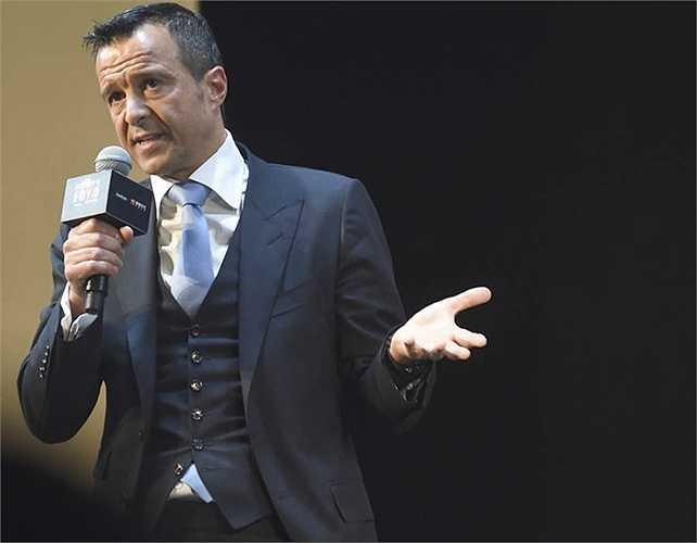 Trong kế hoạch của Mendes, ông coi Mourinho là một trong số những con bài chiến lược nhằm quảng bá thương hiệu
