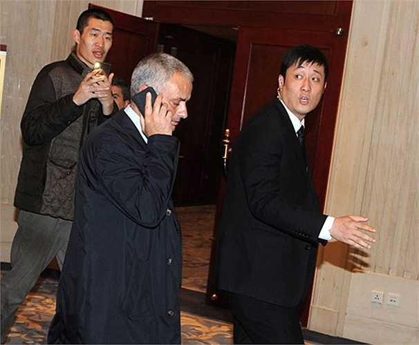 Ông được chăm sóc và bảo vệ khá chặt chẽ ở khách sạn Shangri-La